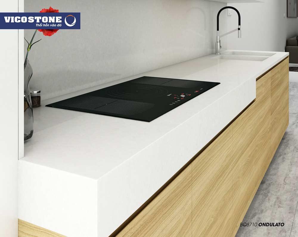 Mẫu đá bàn ốp bếp màu trắng xứ mới ONDULATO BQ8710