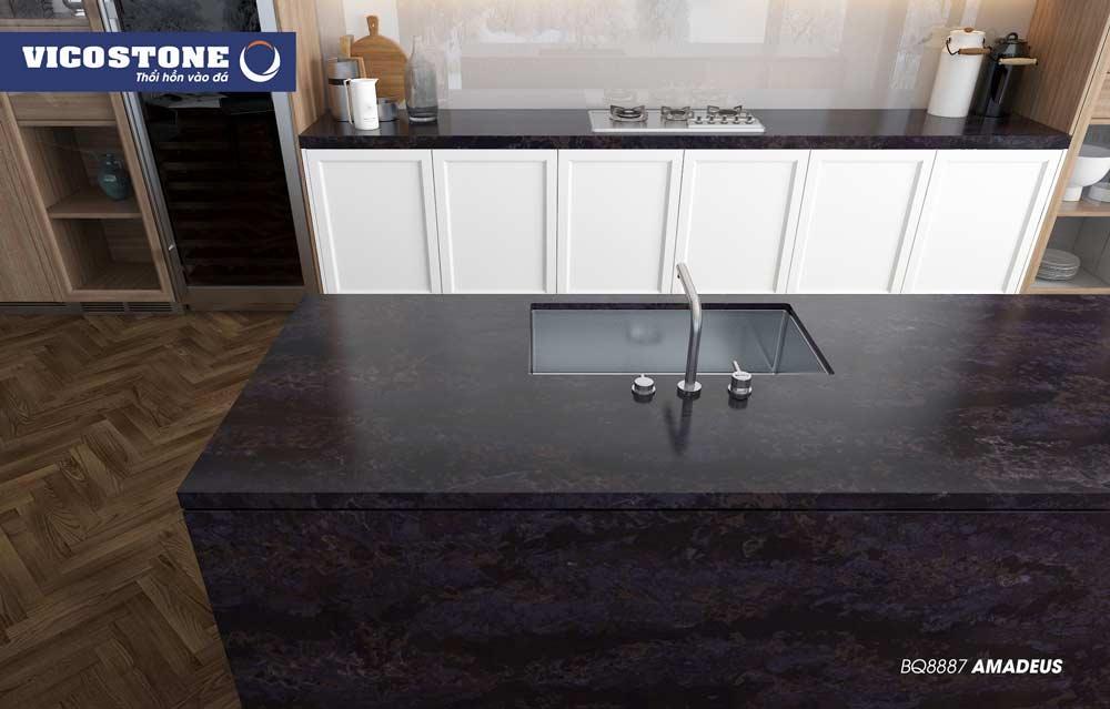 Mẫu đá bàn bếp đen giúp không gian bếp sạch sẽ, dễ dàng vệ sinh